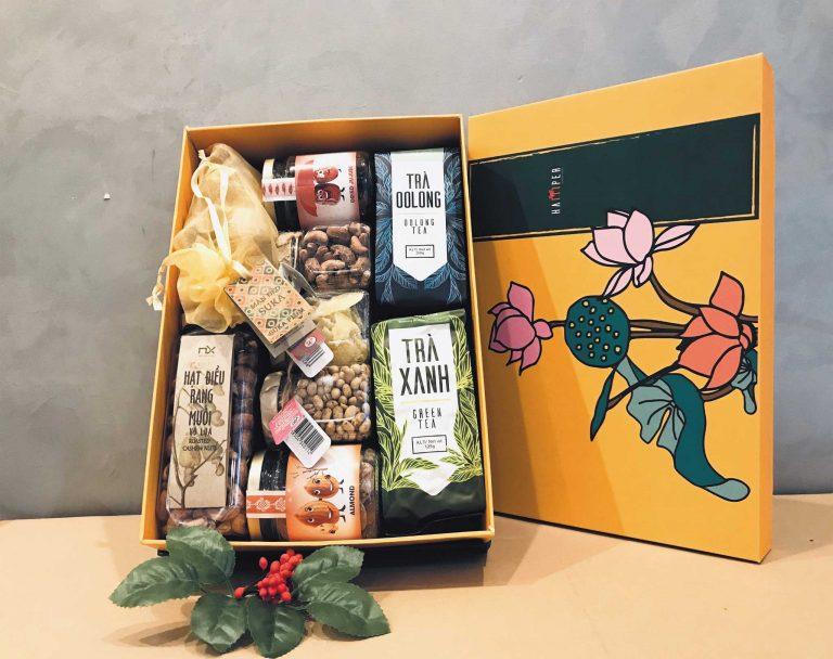 Hộp quà Tết sức khỏe bao gồm trà, hạt dinh dưỡng của Hamper