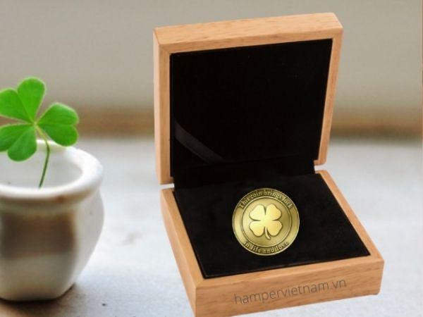 Đồng xu vàng may mắn