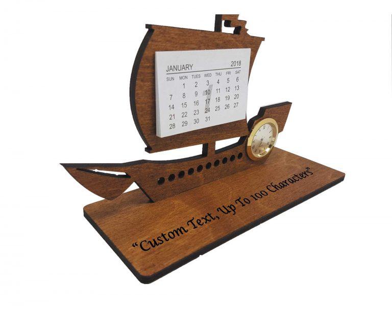 Lịch gỗ thuyền buồm may mắn tại Hamper Vietnam tượng trưng cho lời chúc công việc thuận buồm xuôi gió