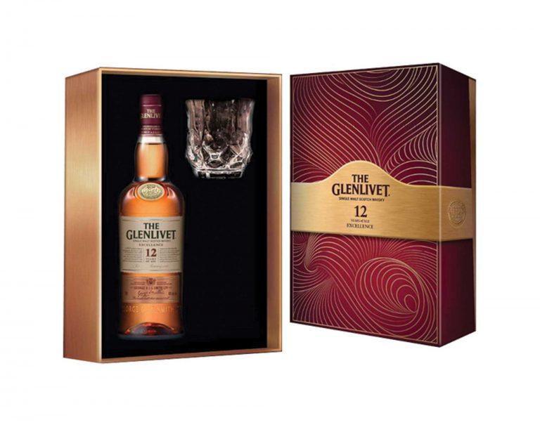 Rượu Glenlivet mang sắc đỏ rực rỡ với hương vị thanh mát của trái cây mùa hạ. Hương vị của nó rất riêng, sẽ đưa bạn đi từ bất ngờ này sang bất ngờ khác.