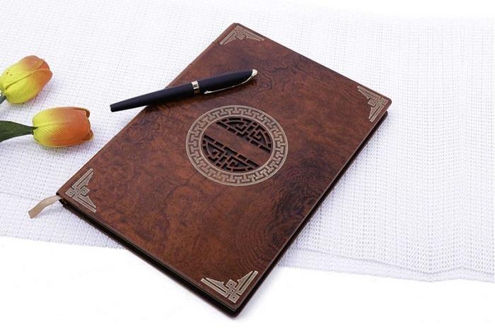 Sổ tay bìa gỗ được nhiều doanh nghiệp lựa chọn làm quà tặng tri ân khách hàng