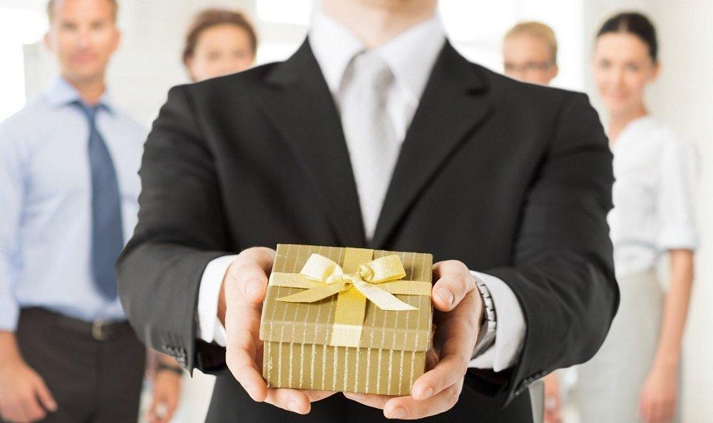Một món quà tặng doanh nghiệp được in khắc logo, slogan thương hiệu sẽ là cách truyền thông vô cùng hiệu quả
