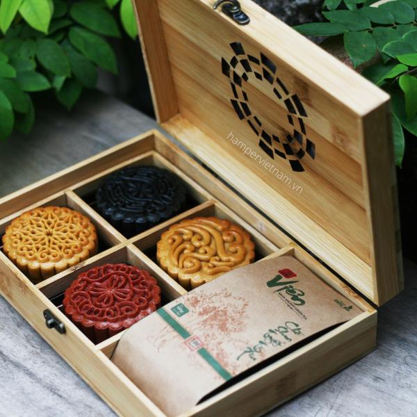 Set Trăng Vàng Tri Ân gồm 4 bánh tùy chọn vị và 1 gói trà Shan tuyết cổ thụ