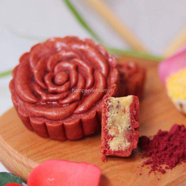 Bánh trung thu thoảng hương hoa hồng với vị ngọt trái cây tự nhiên