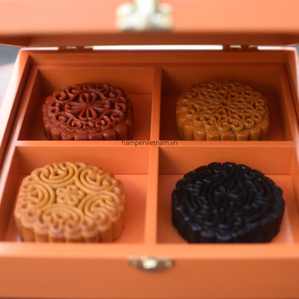 Bên trong hộp bánh Lân Vàng Trông Trăng có 4 vị bánh tùy bạn lựa chọn