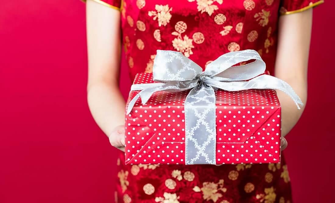 Chọn quà Tết biếu sếp nữ cần phải tuân thủ các nguyên tắc cơ bản để tránh làm lố hoặc khiến món quà mất đi giá trị